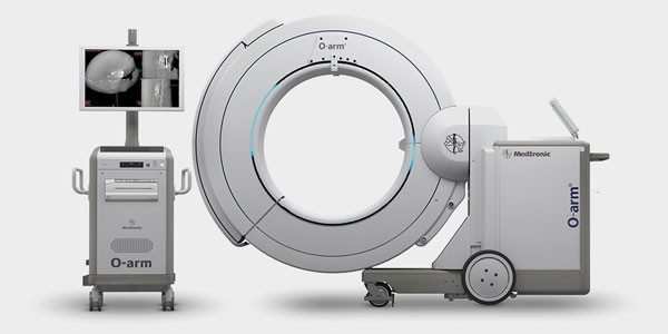 A 2D / 3D intra-operative imaging system designed to seamlessly integrate into your surgical environment.
